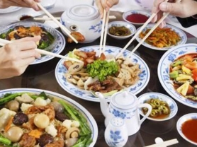 Spoil Dad: 4 Course Feast for 4 Only $82, Think Local Deal, Oceanviews Asian Cuisine